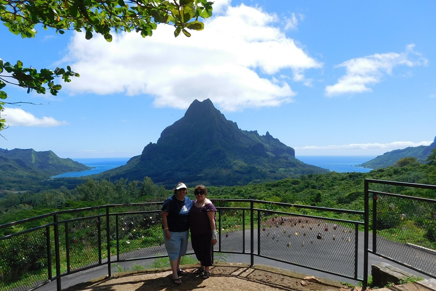 Catherine Sarnoski and Margaret Loiacono in Tahiti